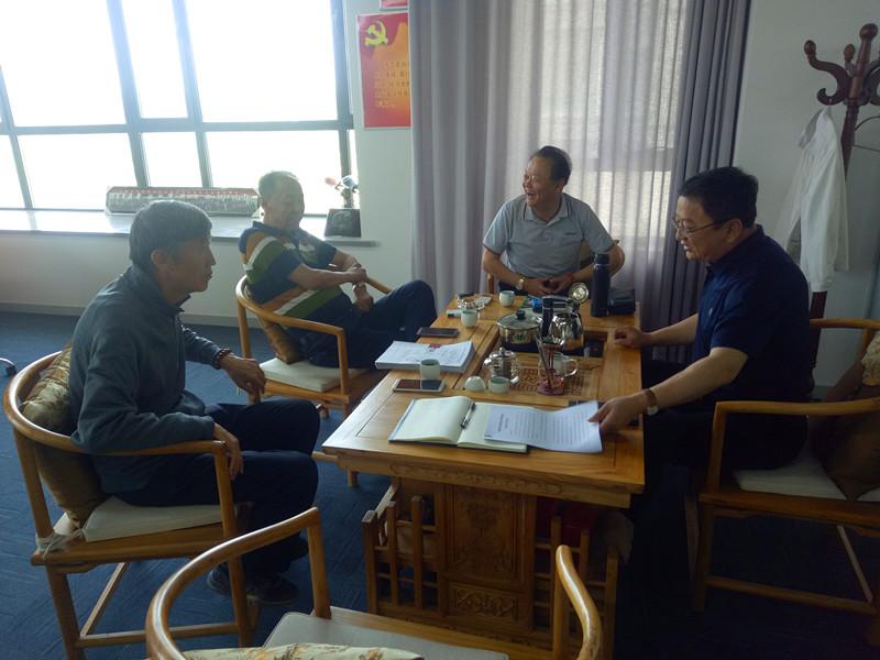 内蒙古鄂尔多斯商会助学基金会召开理事会议